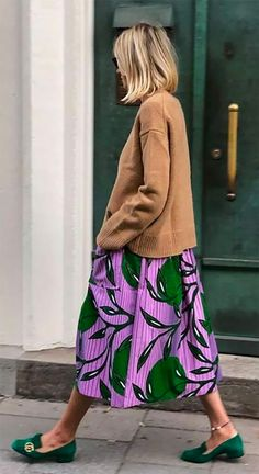 This years popular color light coffee color Page 3 of 37 - Loafers Outfit - Ideas of Loafers Outfit - Green suede Gucci loafers and floral maxi skirt Looks Street Style, Looks Style, Style Me, Mode Outfits, Fashion Outfits, Womens Fashion, Fashion Tips, Skirt Outfits, Stylish Outfits