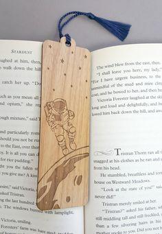 JupiterandIvy Bookmark - Astornaut Reading in Space