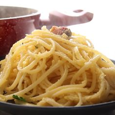 Classic Carbonara pancetta and egg Pasta, a fast, easy and delicious authentic I.Classic Carbonara pancetta and egg Pasta, a fast, easy and delicious authentic Italian Pasta recipe. A creamy (no cream)bacon and egg Spaghetti dish. Classic Carbonara Recipe, Carbonara Recipe Authentic, Italian Pasta Recipes Authentic, Easy Carbonara Recipe, Traditional Italian Recipes, Egg Pasta Recipe, Pasta Recipes Video, Pasta Carbonara Receta, Linguine