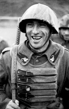 Bundesarchiv Bild Italien, italienischer Soldat - Italian Social Republic - Wikipedia, the free encyclopedia Italian Campaign, Italian Army, Military History, Armed Forces, World War Two, Wwii, Florence Tuscany, Tuscany Italy, National Guard