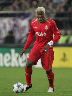 Liverpool FC's French striker Djibril Cisse controls the ball during the Champions League Group G match against RSC Anderlecht in Brussels 19 October. Liverpool Legends, Liverpool Players, Liverpool Fans, Liverpool Football Club, Liverpool Fc Wallpaper, This Is Anfield, Good Soccer Players, Soccer Skills, Football Gif