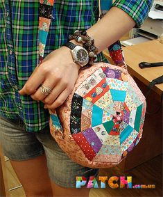 """This bag is sewn in patchwork technique with the use of a block called """"Darts"""". Crazy Patchwork, Patchwork Bags, Patchwork Patterns, Bag Patterns To Sew, Quilted Bag, Sewing Patterns, Bag Pattern Free, Wallet Pattern, Tote Pattern"""