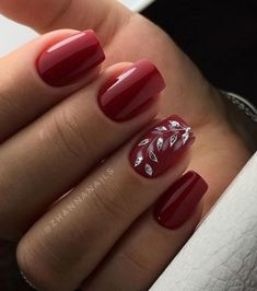Best gel and acrylic nails designs for fall, nice and cute autumn themed manicure for short and long nails, easy ideas with pointed, falling leaves and rhinestones, fall nails colors trends 2018 Classy Nails, Cute Nails, Pretty Nails, Holiday Nails, Christmas Nails, Nagellack Design, Fall Nail Art Designs, Red Nail Designs, Flower Nails