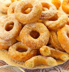 Oponki serowe Onion Rings, Doughnut, Muffins, Ethnic Recipes, Food, Autumn, Bakken, Muffin, Fall Season