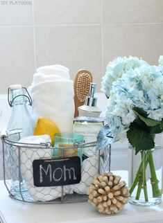 7 DIY Spa Gifts for Mom : She'll have the perfect soak with this gift basket. Place everything from fluffy towels, a candle, bubble bath essentials, and even a bottle of wine or a box of soothing tea in a basket she can reuse again. Diy Mother's Day Gifts For Grandma, Easy Diy Mother's Day Gifts, Diy Mother's Day Crafts, Homemade Mothers Day Gifts, Easy Handmade Gifts, Mother's Day Diy, Teen Crafts, Diy Mother's Day Presents, Mothers Day Presents