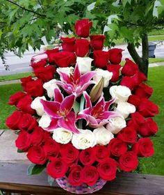 Pinned by sherry decker Rosen Arrangements, Funeral Floral Arrangements, Creative Flower Arrangements, Large Flower Arrangements, Altar Flowers, Church Flowers, Funeral Flowers, Big Flowers, Valentines Flowers