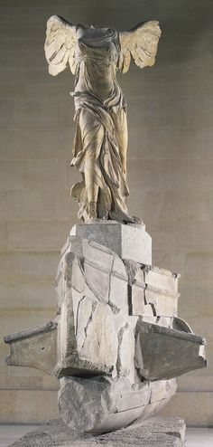 The Winged Victory of Samothrace, ca. 190 BCE. | Victoria de Samotracia, ca. 190 a.C. Breathtaking statue in the Louvre.