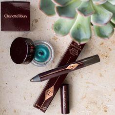 Mein kleiner aber feiner #CharlotteTilbury #Beauty #Haul. Besonders der Color Chameleon in 'Smoky Emerald' war fällig nachdem Paphio so oft von ihnen geschwärmt hat. Für den Eyes to Mesmerise 'Cleopatra' habe ich mich nach Sichtung von @goldiegrance Swatches auf ihrem Blog entschieden. Habt ihr eines der Produkte?