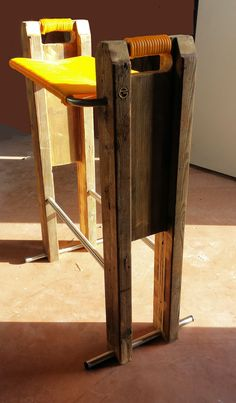 """Lo """"Sgabeo"""" prodotto e pensato anche per i locali e non solo le abitazioni utilizzando le travi H utilizzate in edilizia e la cordo in pvc colorata che si usava nelle vecchie sedie dei bar o i sdrai della nonna"""