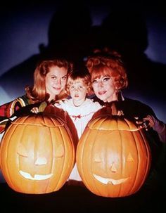 """Elizabeth Montgomery, Erin Murphy and Agnes Moorehead from """"Bewitched"""""""