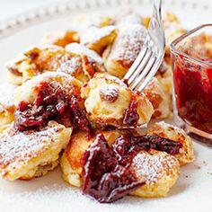 Kaiserschmarrn - omlet cesarski (bez cukrów, robić z 2/3: 5 i 1/3 tb mąki i 10 i 2/3 tb mleka, 1 tb masła, jak jem musem jabłkowym to wtedy do ciasta nie dawać rodzynek) French Toast, Dinner, Breakfast, Recipes, Foods, Blog, Instagram, Kaiserschmarrn, Dining