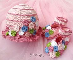 Crochet pattern - Tiny flower baby set hat with booties. Permission to sell finished items.