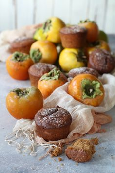 Muffin with blended persimmon and sorghum flour. Easy, healthy and delicious #nobutter #healthyfood #muffin #persimmon