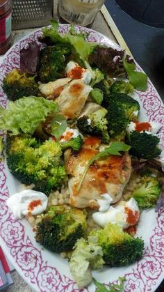 Πεντανόστιμη κοτοσαλάτα Salad Recipes, Snack Recipes, Healthy Recipes, Snacks, The Kitchen Food Network, Greek Recipes, Afternoon Tea, Food Network Recipes, Broccoli