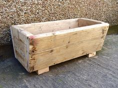 This wooden planter provides ample space for your plants, vegetables, herbs and flowers. Thanks to its simple design, it will make a stylish addition to any balcony, deck or patio. Made of recycled, rustic scaffolding boards, this wooden planter is very sturdy, durable, and