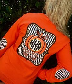 The perfect shirt for FALL! Momma Shirts, Cute Shirts, Monogram Shirts, Vinyl Shirts, Simple Southern Shirts, Cute Shirt Designs, Fall Fashion Outfits, Fashion Ideas, Happy Fall Y'all