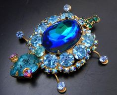 VINTAGE JULIANA WATERMELON & BLUE CRYSTAL RHINESTONE TURTLE BROOCH #387A