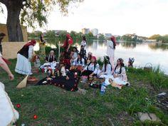Vrăjitoarea Elena Minodora a condus ritual de sacrificiu la baltă filamt pentru tv Moscova - Vrăjitoare România Dolores Park, Witch, Club, Mai, Travel, Portal, Russia, Voyage, Trips