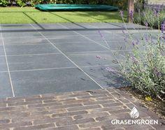 Combinatie gras, grote en kleine tegel Jacuzzi, Landscape Architecture, Sidewalk, Home And Garden, Outdoor, Gras, Somerset, Gardening, Interiors