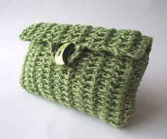 Knitted Crochet Bag Pouch Purse in Green  by liliavaniniboutique