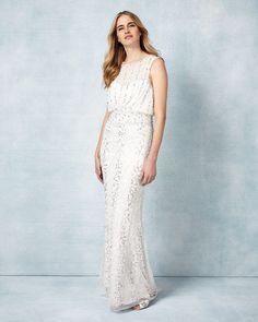 Fließende Strasskleider im Stil der 20er-Jahre, schlichte Mini-Brautkleider, die an die Swinging Sixties erinnern oder Modelle mit Pettycoat...