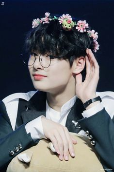 You guys are probably sick of the Jeongin spam but idk I discovered today that he's my bias so I need material hahaha