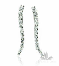 Kolczyki wykonane ze srebra próby 925, rodowane, wysadzane cyrkoniami o szlifie brylantowym. Całkowita długość wzoru to około 2,7 cm. Kolczyki z tego rodzaju zapięciem umożliwiają noszenie na dwa sposoby: w formie nauszynicy wzdłuż ucha oraz klasycznie w formie wiszącej.
