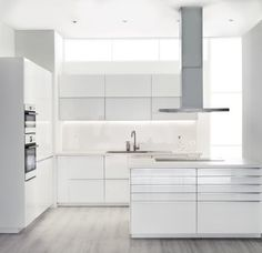 My very idea of a perfect minimalist-all-white dream cuisine. ❤️ IKEA's New Kitchen Cabinet System: SEKTION Ikea New Kitchen, Ikea Kitchen Cabinets, Kitchen Living, Kitchen Interior, White Cabinets, 10x10 Kitchen, Soapstone Kitchen, Modern Cabinets, Kitchen Countertops