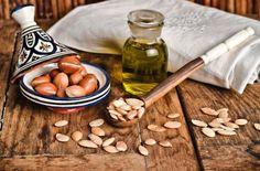 Los beneficios de el aceite argán esta sustancia color miel con un sabor a avellana son impresionantes nos ayuda para la piel, enfermedades, el cabello, etc