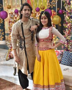 These pictures from the upcoming episodes of Yeh Rishtey Hai Pyaar Ke has got us all excited. Don't they make such a lovely pair? Lehenga Designs, Kurta Designs, Blouse Designs, Blouse Patterns, Mehndi Designs, Indian Bridal Outfits, Indian Designer Outfits, Indian Dresses, Choli Blouse Design
