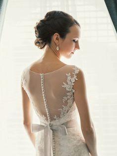 Breathtaking gown: http://www.stylemepretty.com/virginia-weddings/2015/04/21/traditionally-elegant-historic-inn-wedding/ | Photography: Jophoto - http://www.jophotoonline.com/