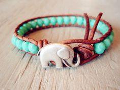this is so cute. #wanntttttt Crochet Bracelet, Bead Crochet, Leather Jewelry, Jewelry Box, Jewelry Accessories, Jewelery, Turquoise Blue Color, Aqua Blue, Turquoise Beads