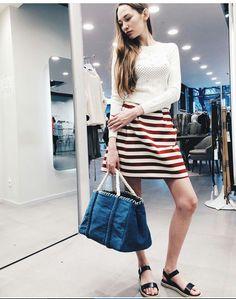 ...un alternativa alla classica riga blu??  Ecco la nostra gonna rigata rossa :-)  #stefanel #stefanelvigevano #look #moda #trendy #shopping #negozio #shop #vigevano #lomellina #piazzaducale #stile #style #instalook #springsummer2016 #foto #outfit #loodonna #blu #models #instagram