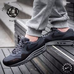 #nike #nikeairmax #anthracite #AM1  Nike Wmns Air Max 1 ''Anthracite''- This new Air Max 1 edition is made from mesh, high-quality suede and leather in different shades of grey and black. The ''Anthracite'' theme flourishes on the Swoosh, mudguard and heel  Now online available   Priced at 144.95 EU   Wmns Sizes 35.5 - 44,5 EU