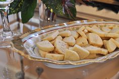 Homemade shortbread cookies with lavender salt: My easy, go-to dessert recipe for every holiday party. Homemade Shortbread, Shortbread Cookies, Easy Holiday Cookies, Easy Pound Cake, Madeleine Recipe, Cookie Recipes, Dessert Recipes, Low Carb Pumpkin Pie, Delicious Desserts