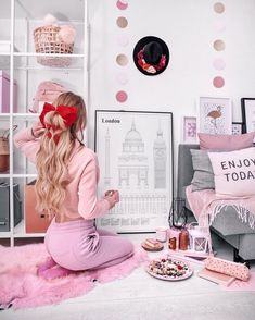 25 Cosas que Debes Hacer tu Sola Antes de los 30 años Fashion Artwork, Fashion Painting, Princess Aesthetic, Pink Aesthetic, Boutique Interior, Pink Love, Pretty In Pink, Girly Girl, Pink Girl