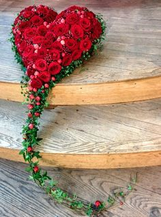 white would be so beautiful.This says: Funeral heart. Arrangements Funéraires, Funeral Flower Arrangements, Funeral Flowers, Flores Memorial, Memorial Flowers, Deco Floral, Arte Floral, Floral Design, Fresh Flowers