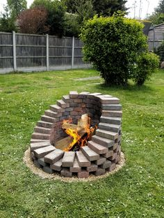 If you are looking for Backyard Fire Pit Ideas, You come to the right place. Below are the Backyard Fire Pit Ideas. This post about Backyard Fire Pit Ideas was p. Cool Fire Pits, Diy Fire Pit, Fire Pit Backyard, Backyard Patio, Backyard Seating, Outdoor Fire Pits, Garden Fire Pit, Diy Patio, Garden Hose