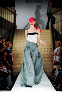 Lucent Divided Skirt von Mila Miyahara jetzt auf nelou.com shoppen. Und 5500 weitere Designs mehr.