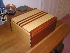Small Box with Half Blind Dovetail Joints - Woodworking Project Picture Photo Gallery with Furniture, Cabinetry, Musical Instruments, and Small Woodworking Projects, Awesome Woodworking Ideas, Unique Woodworking, Woodworking Toys, Woodworking Furniture, Woodworking Organization, Woodworking Quotes, Youtube Woodworking, Woodworking Patterns