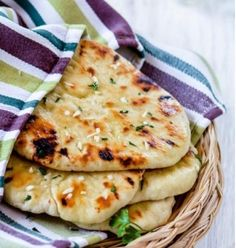 Sharing today, one of my favorite Indian Bread, Garlic Butter Naan which is easy to cook, and don't need yeast or lengthy fermentation time. In India, everyone still don't feel comfortable using ye. Butter Naan Recipe, Easy Naan Bread Recipe No Yeast, Homemade Naan Bread, Homemade Biscuits, Falafel, Yeast Free Diet, Recipes With Naan Bread, Candida Diet Recipes, Garlic Butter