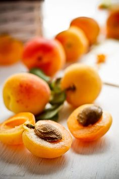 Fresh Apricots, by Krzysztof Ziolkowski Photographer - Ananas Früchte - Fruit Fresh Fruits And Vegetables, Fruit And Veg, Apricot Recipes, Fruit Photography, Delicious Fruit, Tasty, Vegan Dishes, Healthy Recipes, Natural