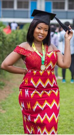 African print dresses for graduation can come in all designs. The kente styles, ankara styles, African print jumpsuits, even a well designed kaba and slit. Latest African Fashion Dresses, African Dresses For Women, African Print Fashion, African Attire, Kente Dress, Ankara Blouse, Ankara Gowns, Ankara Skirt, African Print Jumpsuit