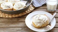 Cake Mix Cinnamon Rolls Use a cake mix shortcut to whip up the easiest cinnamon rolls you''ll ever make! Cake Mix Recipes, Dessert Recipes, Brunch Recipes, Dessert Ideas, Bread Recipes, Yummy Treats, Delicious Desserts, Muffins, Gourmet