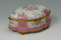 HAND PAINTED FRENCH LIMOGES PORCELAIN BOX : Lot 1526