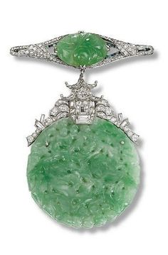 JADE AND DIAMOND PENDANT BROOCH 1925, 8.0 cm long