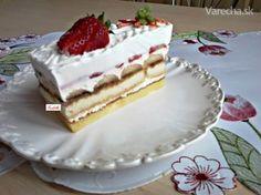 Piškótové rezy tvarohovo-jahodové so šľahačkou (fotorecept) - Recept
