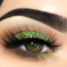The thing with amber eyes is that they are very rare and you should use it to your advantage. In case you doubt your skills – follow our lead. #makeup #makeuplover #makeupjunkie #amber