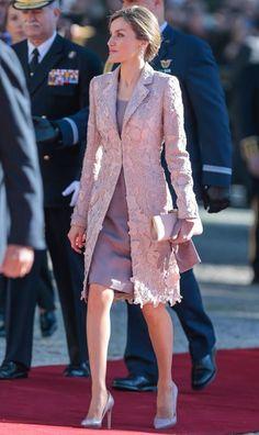 RoyalDish - State Visit to Portugal- - page 4 Elegant Dresses, Beautiful Dresses, Casual Dresses, Fashion Dresses, Buy Dress, Lace Dress, Mother Of Bride Outfits, Iranian Women Fashion, Stitching Dresses