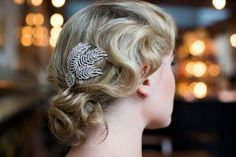 Hey, I found this really awesome Etsy listing at https://www.etsy.com/listing/197974656/feather-hair-comb-wedding-hair-accessory
